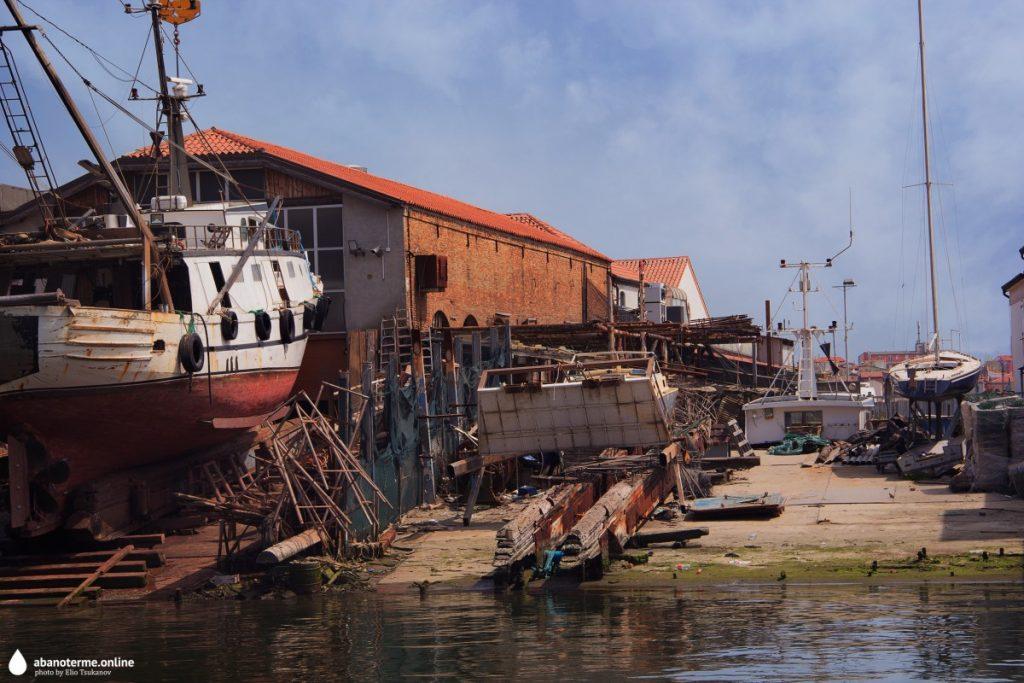 Кьоджа Италия Порт Траулер Корабль
