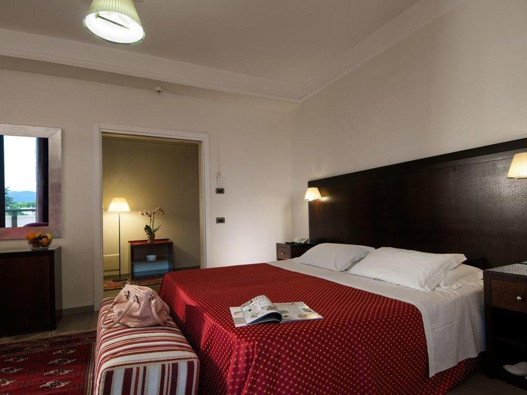 Отель Петрарка в Монтегротто Терме